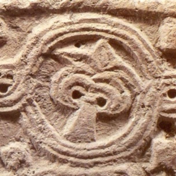 Fragment architektonického článku s reliéfom z polovice 11. až polovice 12. storočia