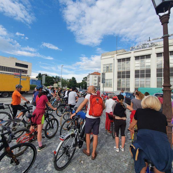 prehliadka Na bicykli za pamiatkami funkcionalizmu