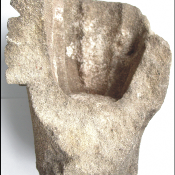 Fragment románskej hlavice z12.storočia