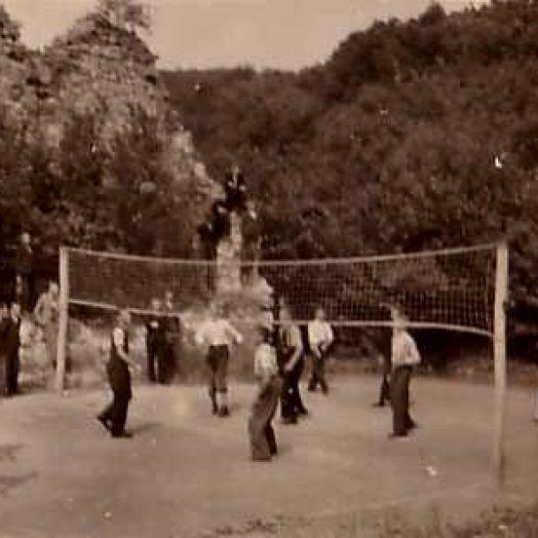 Prvý archeologický výskum Zoborského kláštora v roku 1942